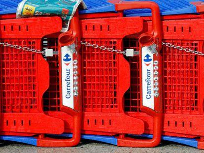 Carros del hipermercado Carrefour