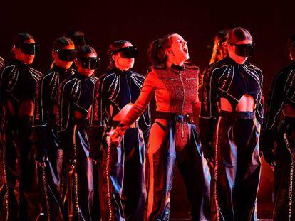 Rosalía durante su espectacular interpretación de 'Malamente' en los MTV EMA celebrados en Bilbao. En vídeo, los mejores momentos de la gala.