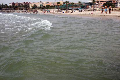 Vista de la playa de San Gabriel al sur de la ciudad de Alicante, una de las 'galardonadas' por Ecologista en Acción.