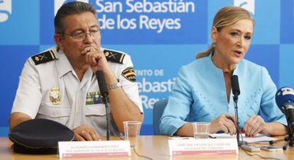 La delegada del Gobierno, Cristina Cifuentes, y el jefe superior de Policía de Madrid, Alfonso Fernández Díez.