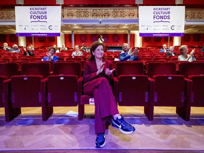 La ministra Ingrid van Engelshoven, sentada en primera fila, en un evento cultural el pasado 2 de julio.
