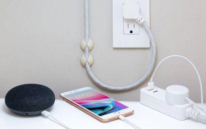 Una vez instalados entre el dispositivo y la toma de red eléctrica, los enchufes inteligentes permiten tener cierto control desde el móvil
