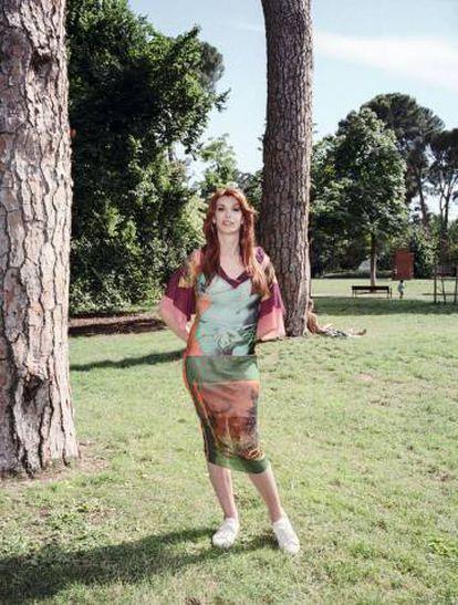 La periodista Valeria Vegas luce un vestido procedente del archivo de Jean Paul Gaultier.