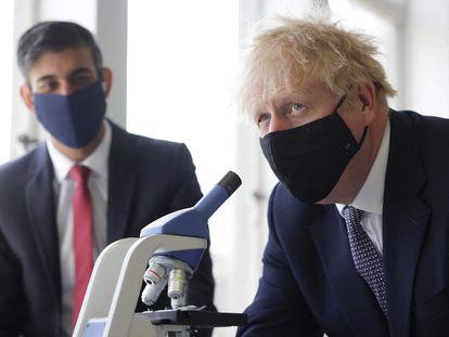 Boris Johnson, junto al ministro de Economía, Rishi Sunak, el pasado 29 de abril.