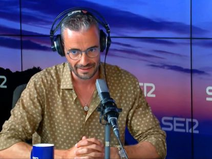 Javier Gómez, guionista de 'La casa de papel', durante su entrevista en 'El faro' de la Cadena Ser.