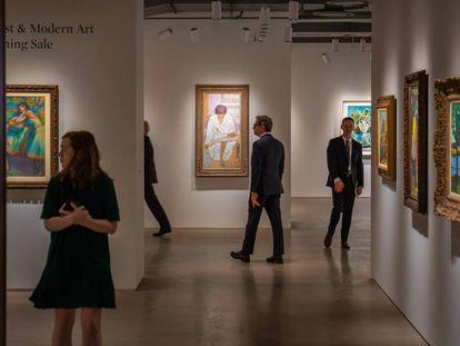 Espacios dedicados al arte moderno dentro de la exposición.