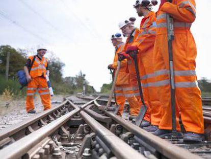 Equipos de mantenimiento ferroviario.