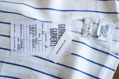 Tejido a rayas y etiquetas de Gabriela Coll Garments.