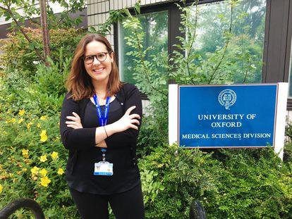 Adriana Roca, emigrada desde Os Ancares al Reino Unido, en la Universidad de Oxford.