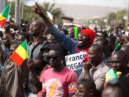 Manifestación contra la operación francesa en Malí, el 10 de enero en Bamako.