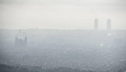 Vista de Barcelona en un día de alta polución.
