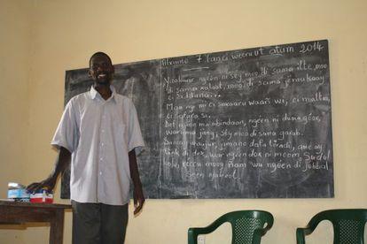 Souleymane Ndiaye, el facilitador que ayuda a los alumnos a que sean conscientes de los conocimientos que ya tienen y los asienten.