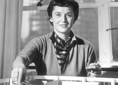 Antes de incorporarse a la compañía del que después sería su marido, Florece Knoll ya se había hecho un nombre como arquitecta y diseñadora y había trabajado con destacadas figuras del movimiento moderno como Walter Gropius, Marcel Breuer, Eliel Saarinen o Ludwig Mies van der Rohe. |