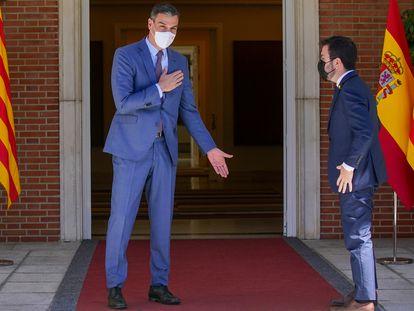 El presidente del gobierno Pedro Sánchez saludo al presidente de la Generalitat Pere Aragonés en el palacio de la Moncloa el pasado 29 de junio.