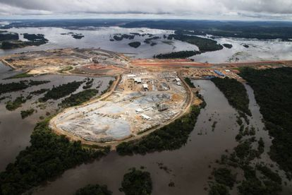 La presa de Pimental, que puede tener daños estructurales si el caudal baja mucho, ha desfigurado el paisaje de la Amazonia en el Medio Xingú.