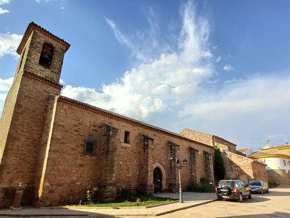 Iglesia de San Sebastián en la plaza mayor de Villapalacios, Albacete.