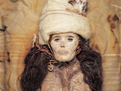 La Bella de Xiaohe, una momia de unos 3.800 años hallada en el desierto de Taklamakán (China).