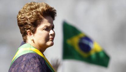 Rousseff durante el desfile militar del domingo en Brasilia