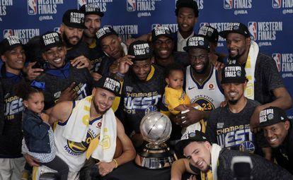 Los Warriors, con el título de campeones del Oeste.