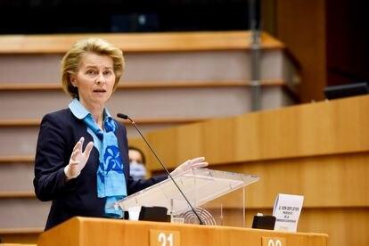 La presidenta de la Comisión Europea, Ursula von der Leyen, este miércoles en la sede del Parlamento Europeo en Bruselas.