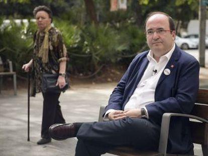 El líder de los socialistas catalanes reclama al  president  que evite la intervención de la autonomía catalana