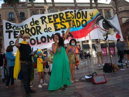 Colombianos en Málaga, España, protestan contra la violencia en su país, el pasado 22 de mayo.