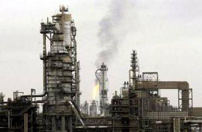 En la imagen, la refinería de Baiji, en Irak. EFE/Archivo