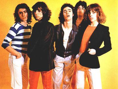 Julián Infante (guitarra), Alejo Stivel (voz), Manolo Iglesias (batería), Felipe Lipe (bajo) y Ariel Rot (guitarra): Tequila a finales de los setenta.