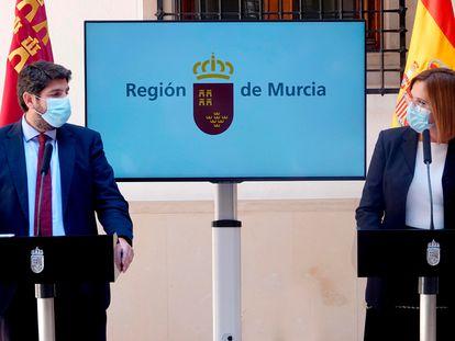El presidente de Murcia, Fernando López Miras, y la vicepresidenta, Isabel Franco, en la rueda de prensa de este viernes. En vídeo, declaraciones de Isabel Franco y de López Miras