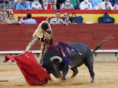 Daniel Luque, en su faena al tercero de la tarde este jueves en Castellón.