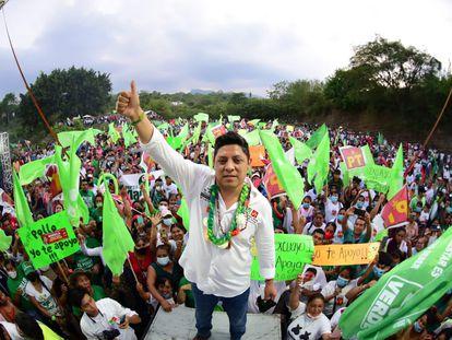 Ricardo Gallardo Cardona, candidato del Partido Verde al Gobierno de San Luis Potosí, en un acto de campaña en mayo.