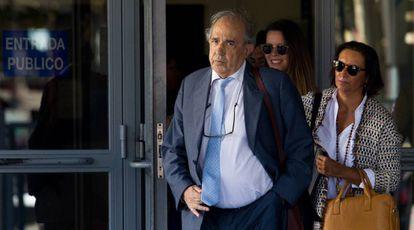 Enrique Álvarez Conde, principal implicado en la trama, en los juzgados.