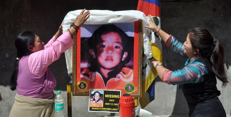 Una ceremonia en honor al XI panchen lama, el niño tibetano de seis años Gedhun Choekyi Nyima, en Mcleodganj, cerca de Dharamsala, India, en 2017.