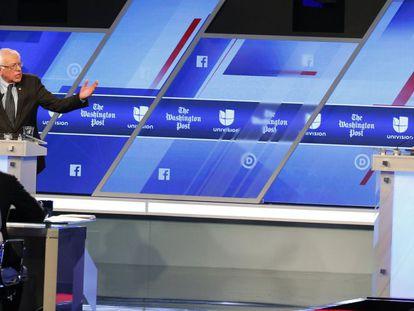 Los candidatos demócratas durante el debate.