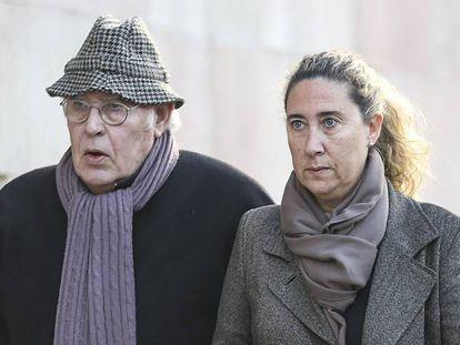 Montull, con su hija, llega al TSJC para conocer la sentencia del 'caso Palau'.