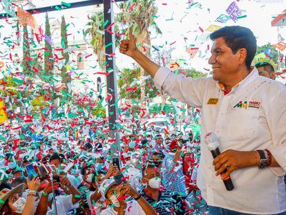 Mario Moreno Arcos excandidato del PRI-PRD a la gubernatura de Guerrero, durante un mitin.