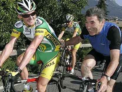 El segundo en la general, Floyd Landis, junto al mítico Eddy Meckx, en el entrenamiento de ayer de su equipo, el Phonak.