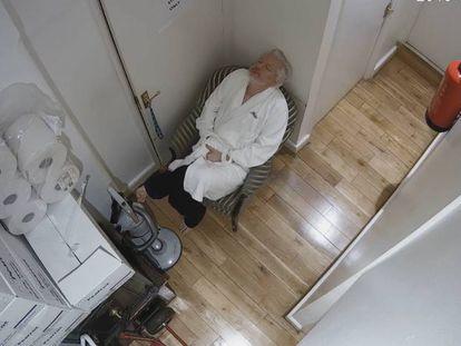 Imagen del espionaje a Julian Assange en la embajada de Ecuador en Londres.