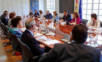 El presidente del Gobierno en funciones, Pedro Sánchez, en la reunión en La Moncloa de la comisión interministerial para el Brexit.