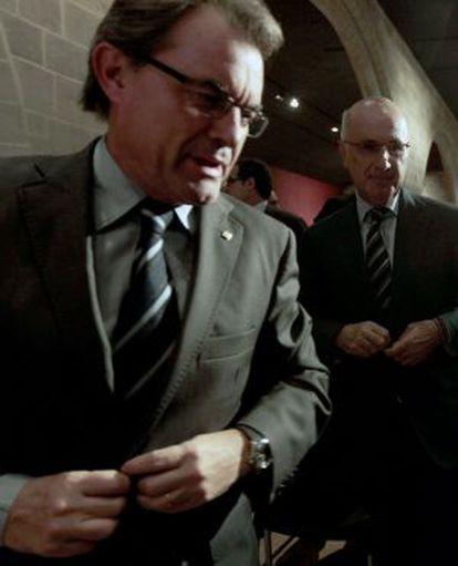 El cabeza de lista de CiU al Congreso en las elecciones del 20N, Josep Antoni Duran Lleida (derecha), y el presidente de la Generalitat, Artur Mas, momentos antes de su intervención en un acto sobre el pacto fiscal.