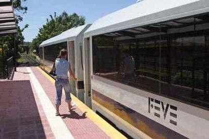 Feve y la Universidad de León trabajan en un prototipo de tren alimentado por energía solar fotovoltaica.