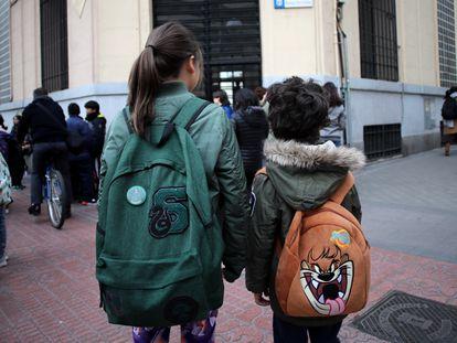 Entrada al colegio Reina Victoria, en Madrid.