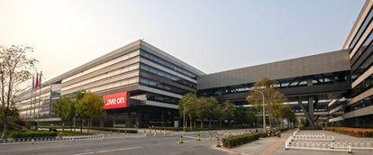 Nuevo cuartel general de Lenovo en Beijing, inaugurado en octubre, con un juego de letras en el cartel principal.