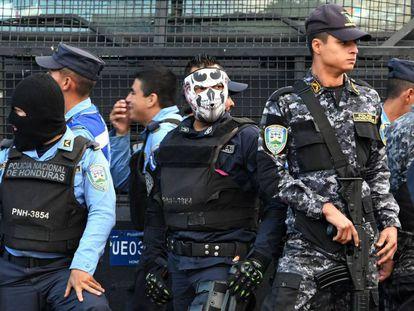 Policías hondureños en rebelión.