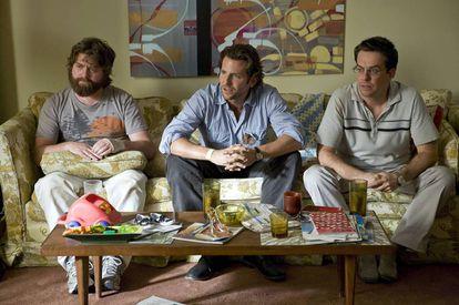 """Según algunos estudios, el ego del hombre soporta mejor que le dejen """"por otro"""" a que le dejen """"por nadie"""". En la imagen, los tres protagonistas de 'Resacón en las Vegas'."""