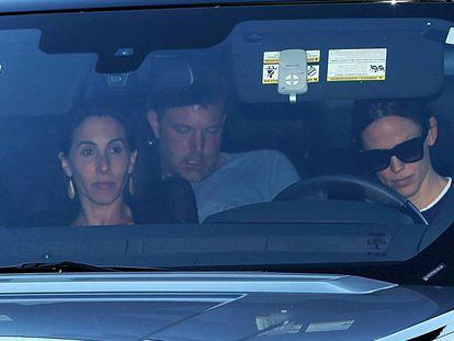 Jennifer Garner, acompañada de una amiga, lleva a Ben Affleck a rehabilitación.