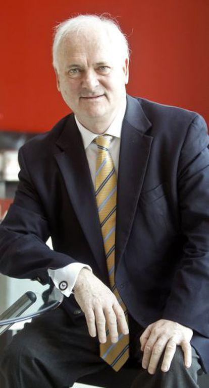 John Bruton, político irlandés.