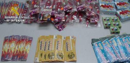 Imagen con parte de los 9.000 petardos intervenidos que estaban a la venta en establecimientos sin autorización en Cáceres.