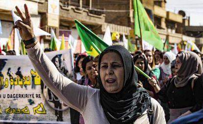 Protestas contra la amenaza turca en la ciudad siria de Al-Qahtaniyah.