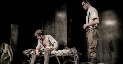 Daniel Grao y Nacho Sánchez, en 'La piedra oscura', montaje dirigido por Pablo Messiez.